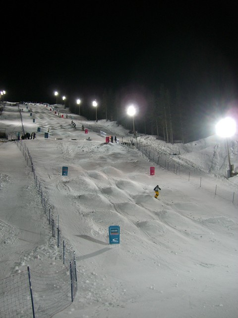 Image:Cypress Mogul Course 2009 Nightime.JPG